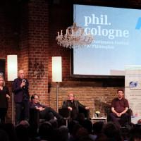 phil.cologne 2019: Gebärdensprachdolmetscherin (Loor Ens), Paul Kohtes (Identity Foundation), Gert Scobel, Michael von Brück und Ulrich Ott ©Ast/Juergens